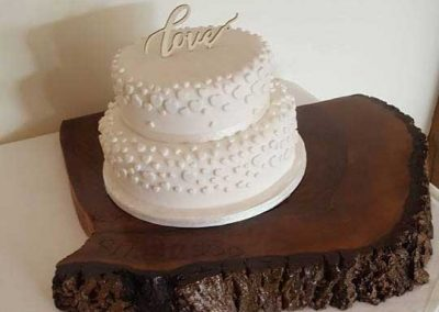 Beautiful-White-Cake-On-Wooden-Plinth